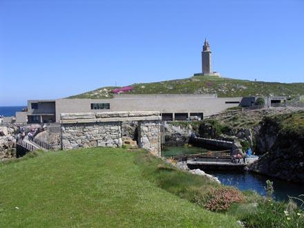 Aquarium Finisterrae - Piscinas exteriores y Torre de Hércules