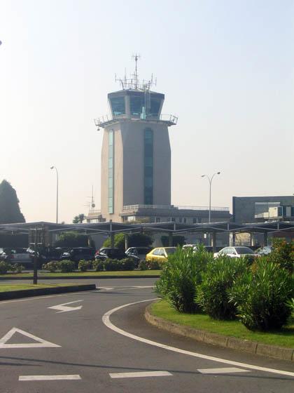 aeropuertolacoruna77exteriortorredecontrol_420.jpg